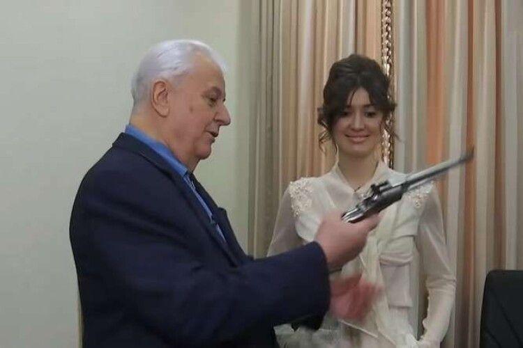 Леонід Кравчук нелягає спати без… пістолета