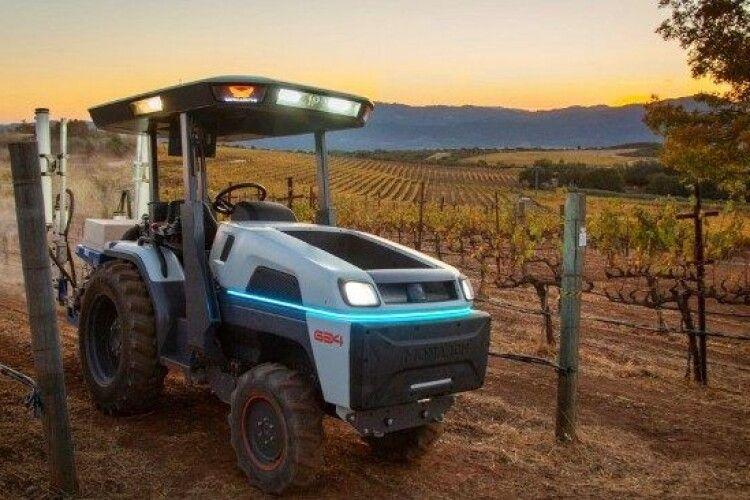 Чудо-трактор Monarch може робити без водія (Відео)