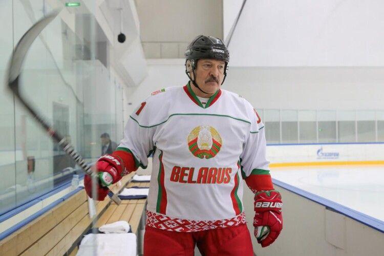 Через диктатора Лукашенка Білорусь позбавили права проводити Чемпіонат світу з хокею 2021 року