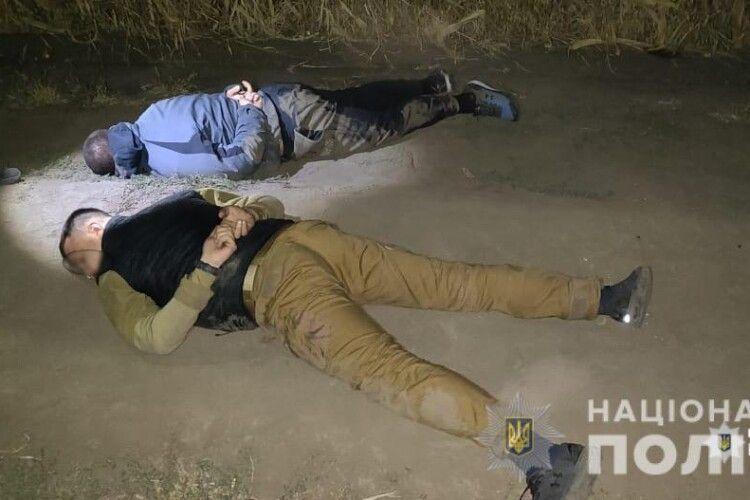Озброєні рейдери намагалися зібрати чужий урожай кукурудзи (Фото)