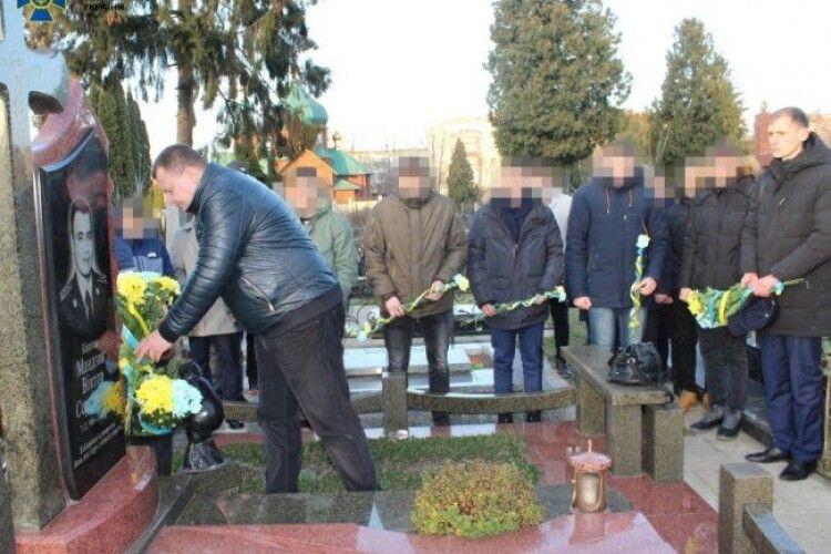 У Луцьку колеги вшанували пам'ять офіцера СБУ, який загинув на Донбасі