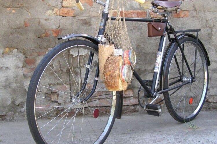 «Караул! Грабують!»: на вулицях нічної Олики в чоловіка відібрали раритетний велосипед
