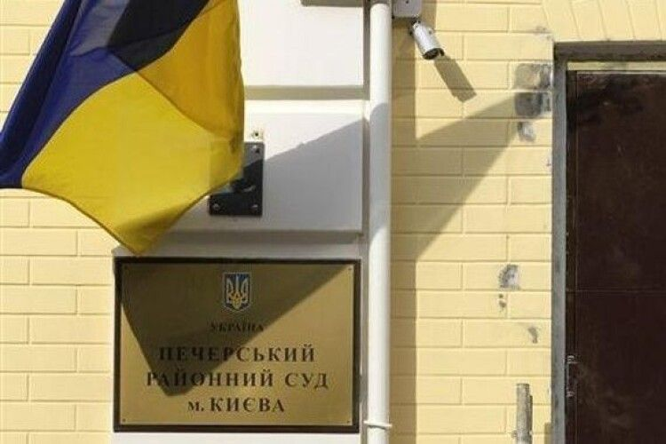 Адвокат Порошенка оприлюднив доказ маніпуляції Печерського суду