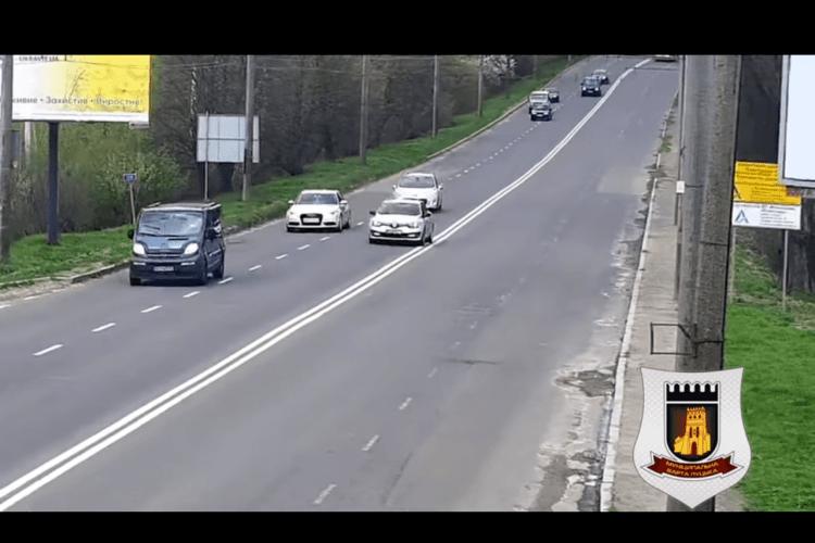 Водій «Рено» попався в Луцьку на обгоні (Відео)