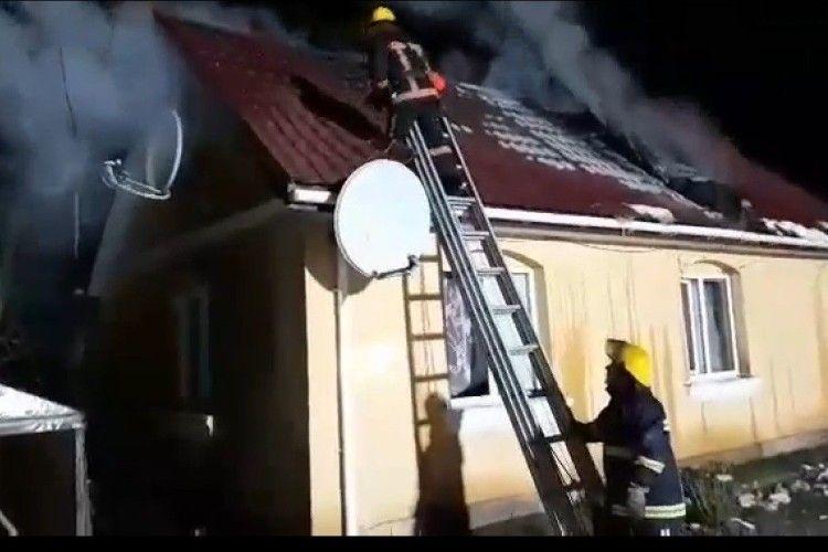 Минулої доби волинські пожежники гасили і хату, і автомобіль