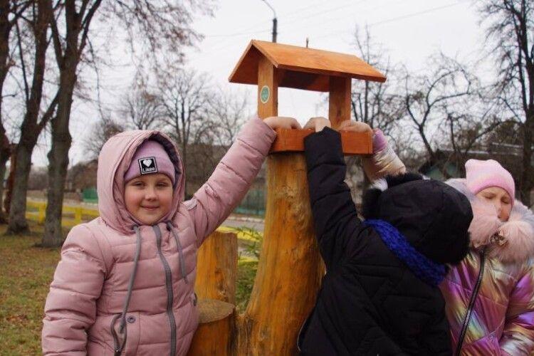 Юні волиняни тепер знають, що третій Президент ВІктор Ющенко любить не тільки бджіл, але й птахів (Фото)