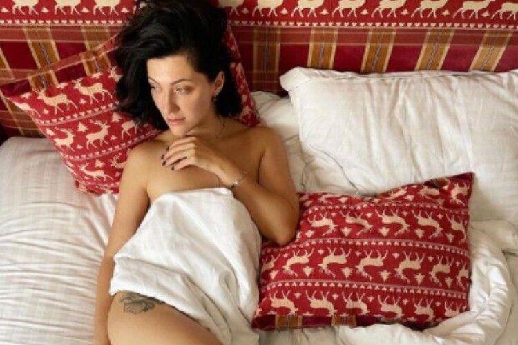 Дружина музиканта Сергія Бабкіна вразила своїм повністю оголеним фото