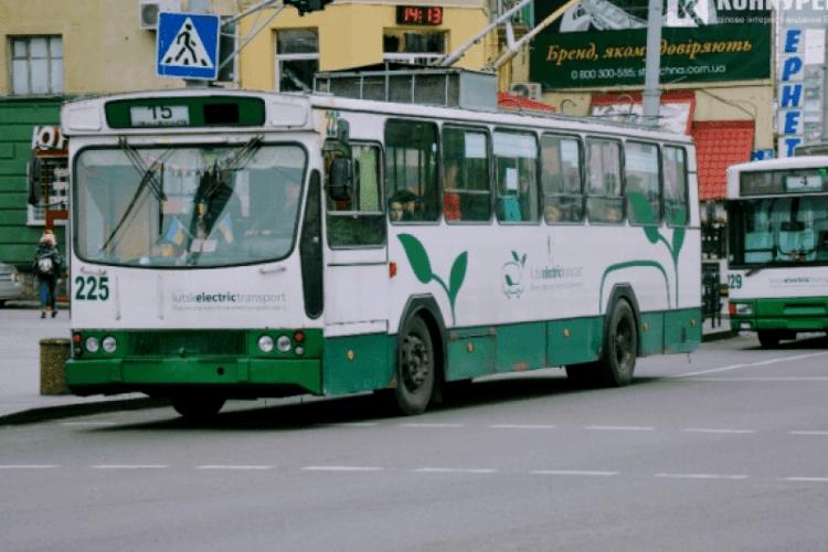 У Луцьку водій тролейбуса «залишив дитину без батьків»