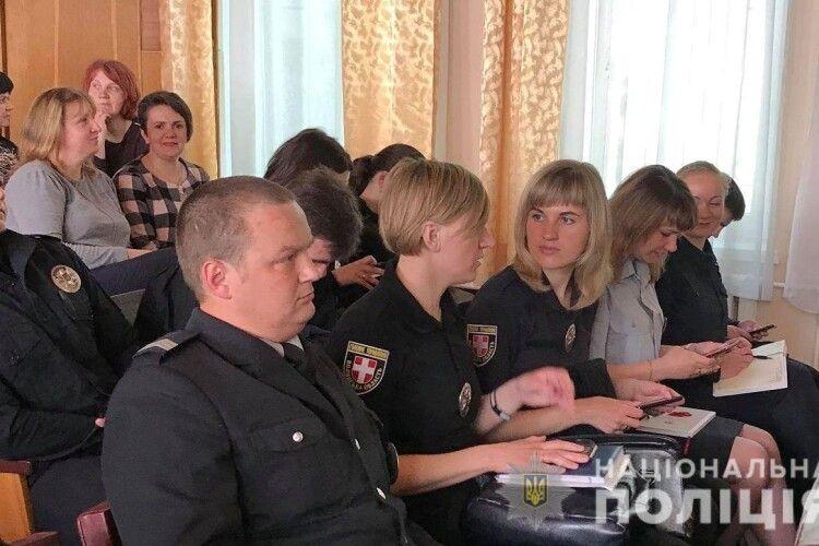 Волинські поліцейські разом з освітянами оговорили проблеми профілактики насильства в учнівському середовищі