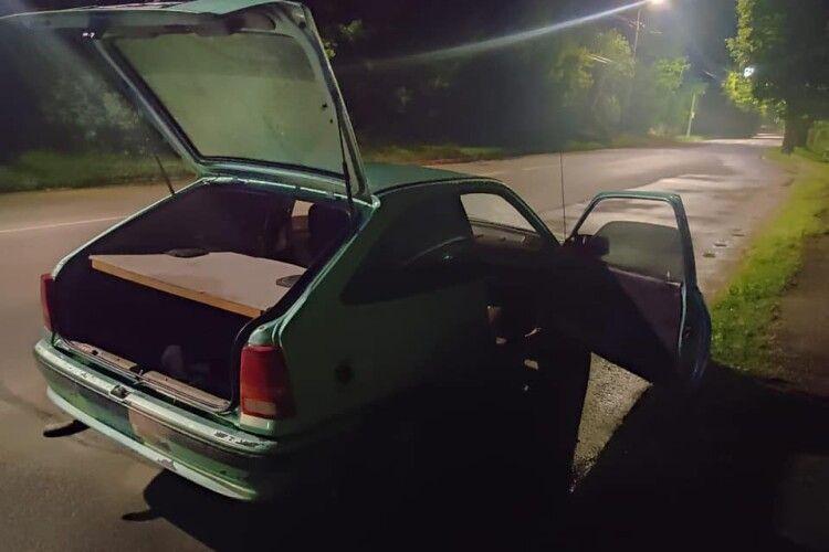 В авто лучанина знайшли наркотики і засоби для їх вживання