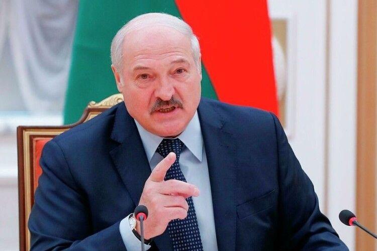 Лукашенко пригрозив закрити Білорусь для авіарейсів із України