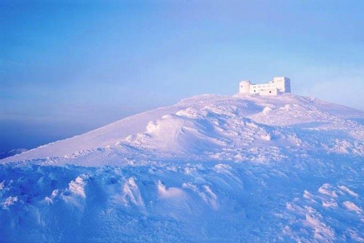 На горі Піп Іван туристи зірвалися в ущелину разом із сніговим карнизом