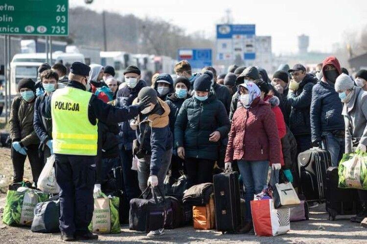 Українських заробітчан у Польщі безкоштовно щеплять від коронавірусу