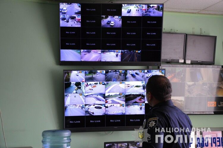 Завдяки камерам відеоспостереження у Нововолинську зловили злочинців, які викрали мільйон