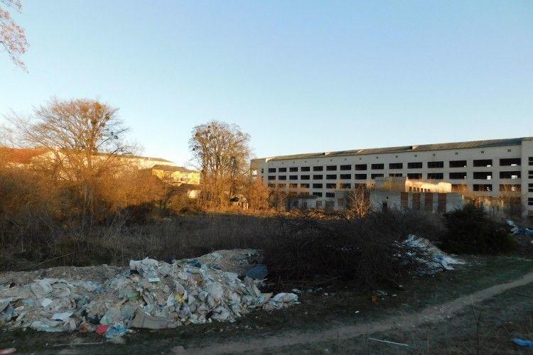 На Волині зробили смітник біля… лікарні