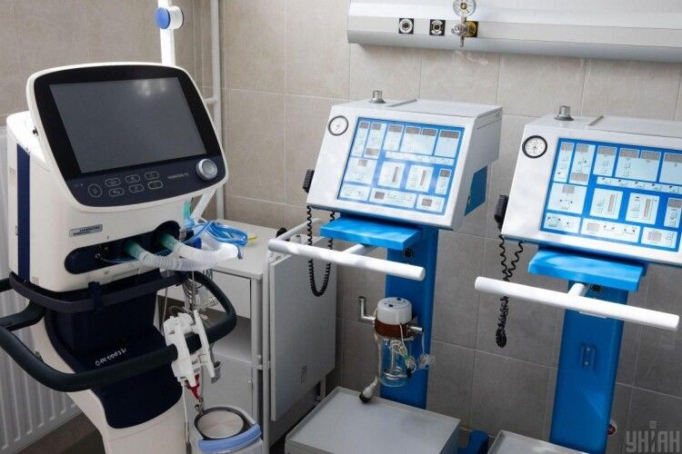 «Ураження легень катастрофічне – 95%»: медикам вдалося «роздихати» медсестру у важкому стані
