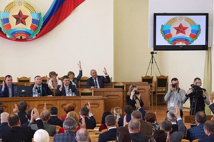 Терористи «ЛНР» позбавили українську мову статусу «державної»