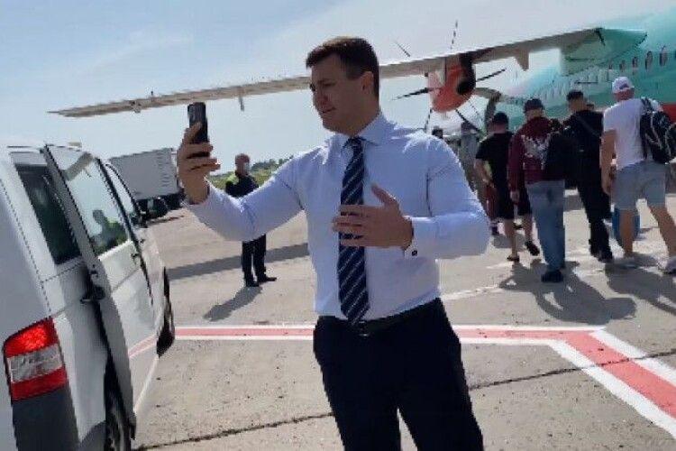 Виліт літака з Києва в Ужгород затримали, бо Тищенко знімав себе на відео