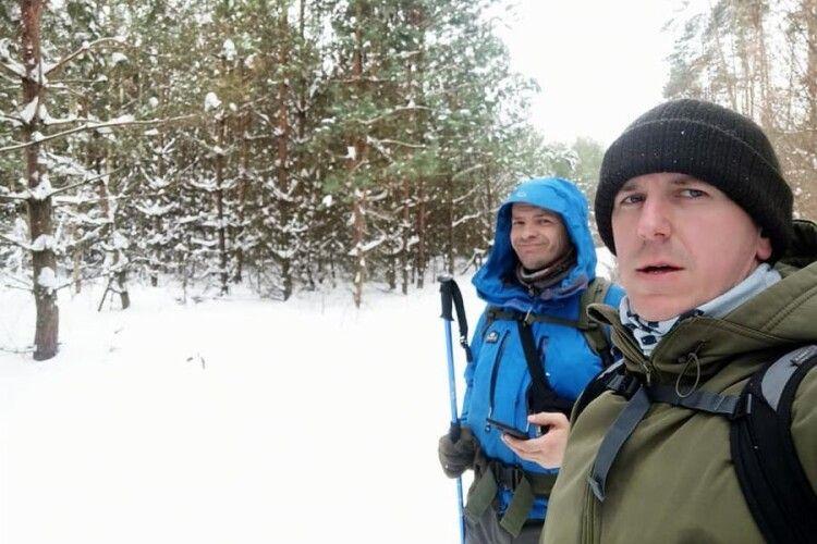 Двоє волинян на День закоханих пройшли снігами 30 км по квіти для дружин (Відео)