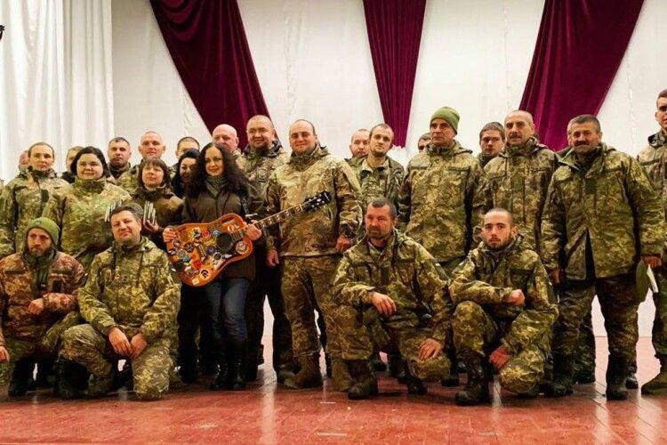 14 бригада подякувала рівнянці за фронтові пісні (Фото, відео)