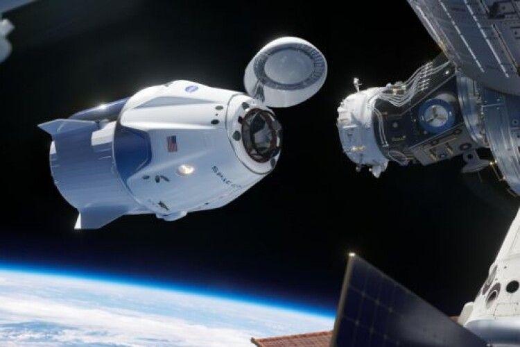 Інвестори, бізнесмен... Оголошено список перших в історії людства космічних туристів