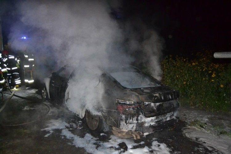 У Рівному згоріла машина «Шкода супер Б»
