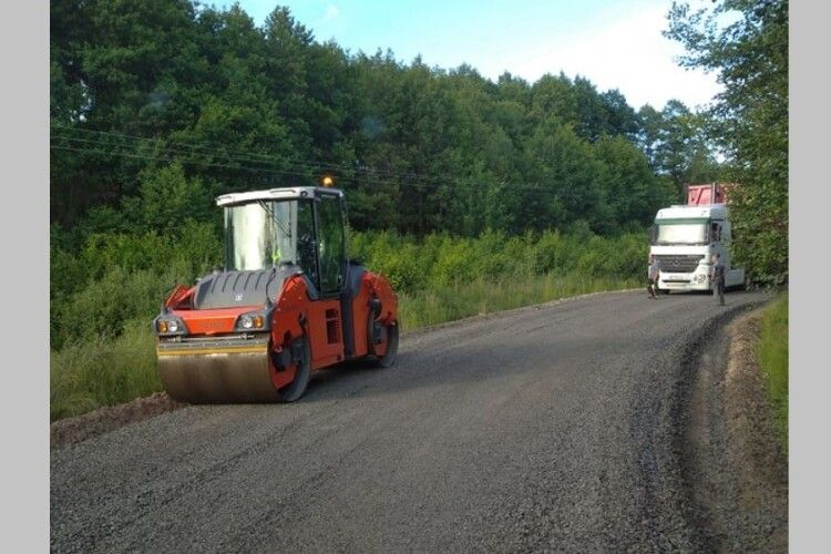 На Любешівщині ремонтують дорогу між селами