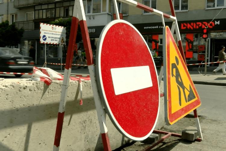 Чи надовго затягнеться ремонт проспекту Волі у Луцьку через знайдену каналізацію (Відео)