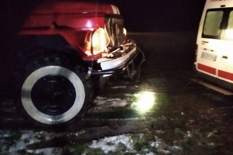 На Волині рятувальники витягнули з болота «швидку»