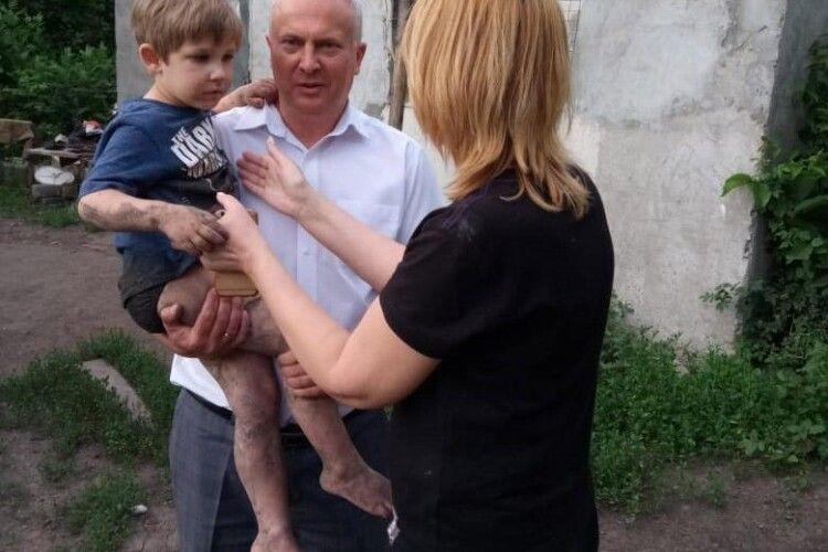 Хворого 4-річного хлопчика шукали десятки поліціейських разом з селянами