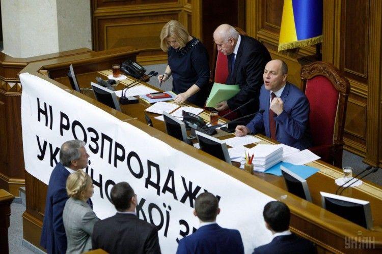 Верховна Рада продовжила мораторій на продаж сільгоспземель до 2019 року