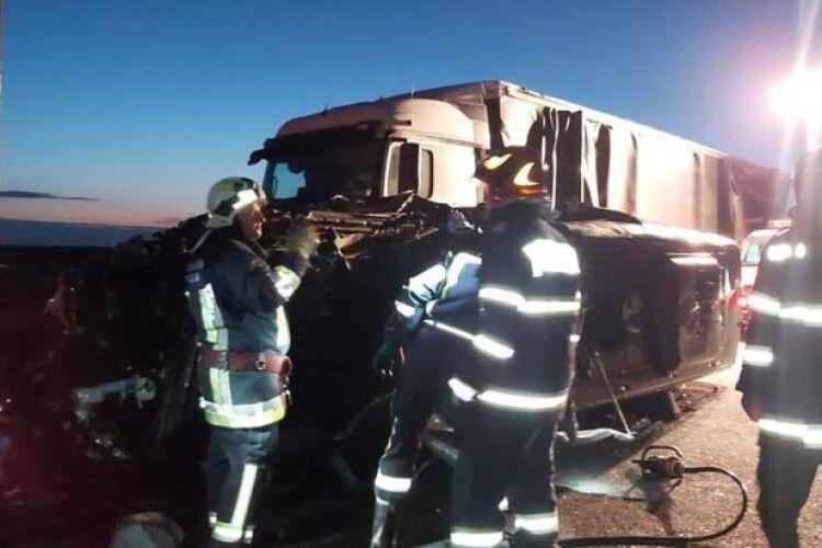 Мікроавтобус, в якому їхали українці до Угорщини, розбився