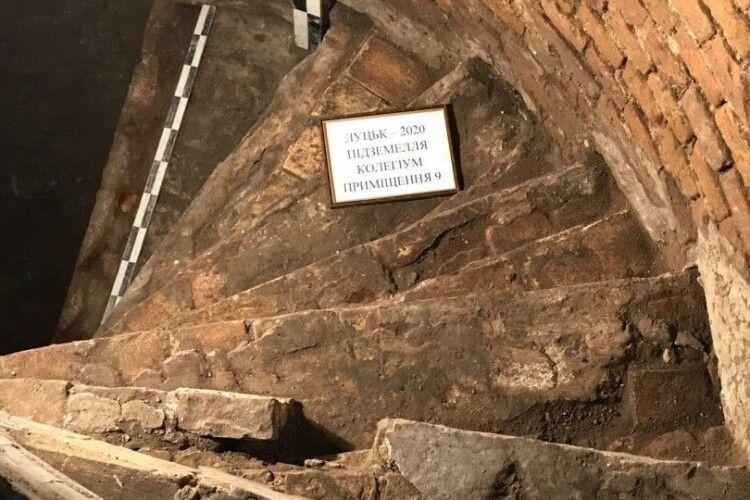 У Луцьку розкопали первісні гвинтові сходи