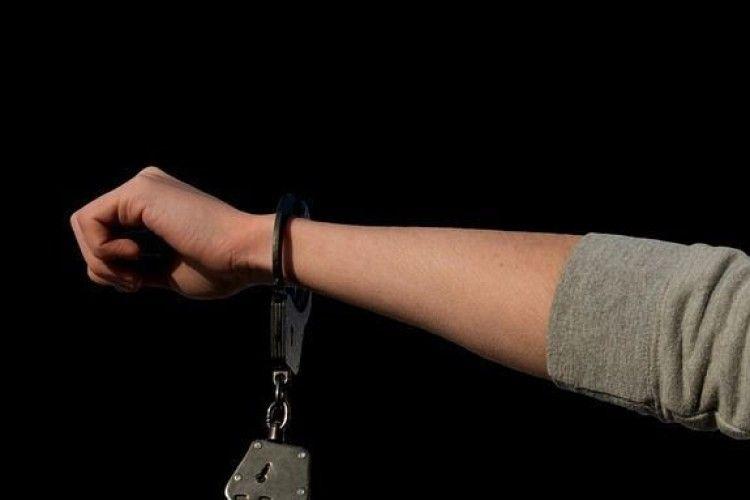 Злодію, який пограбував пенсіонерку на Рівненщині, загрожує 6 років тюрми