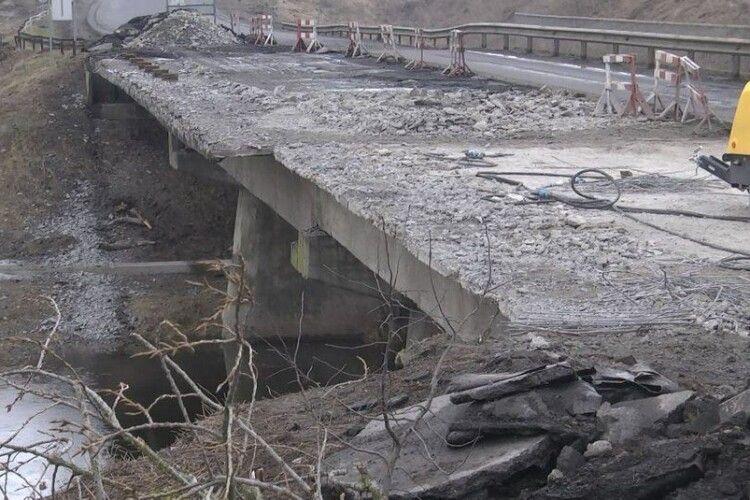 Обвал мосту на Волині: один з постраждалих – на ШВЛ (Фото)