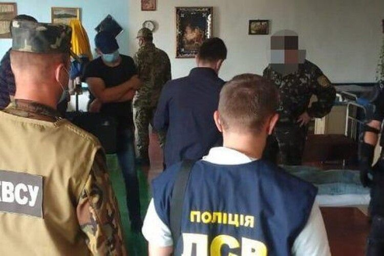 На Рівненщині судитимуть посадовця з колонії через наркотрафік у тюрму (Фото)