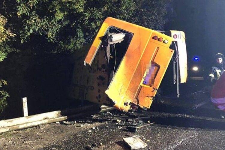 Вантажівка влетіла в маршрутку: двоє загиблих і дев'ятеро травмованих (Фото)