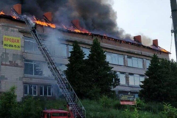 Пожежу на Волині ліквідовували рятувальники з кількох районів (фото)