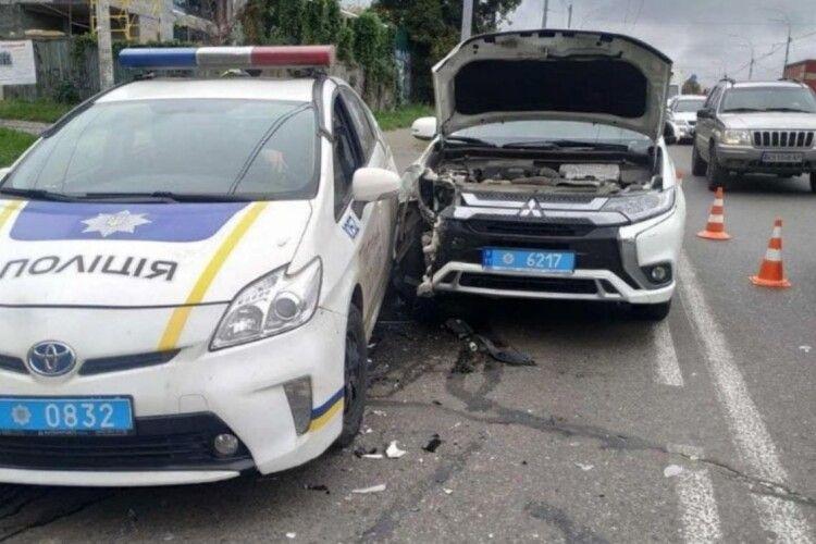 У Києві сталася ДТП за участю двох автівок патрульної поліції