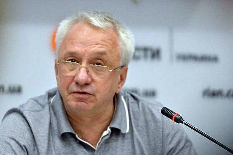 Олексій Кучеренко з «Батьківщини» закликав не зносити пам'ятники Жукову, бо він – як Колумб