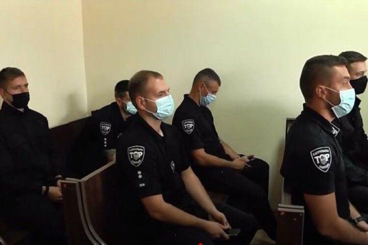 6 патрульним дали по 8 років в'язниці за перевищення повноважень