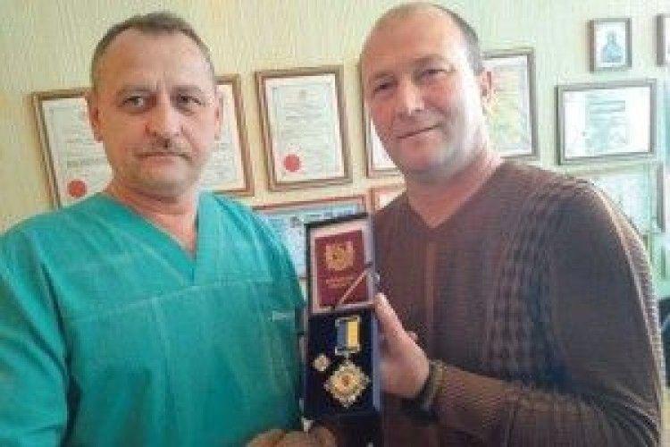 Нагородили  лікаря, який першим на Волині пішов у Добровольчий шпиталь