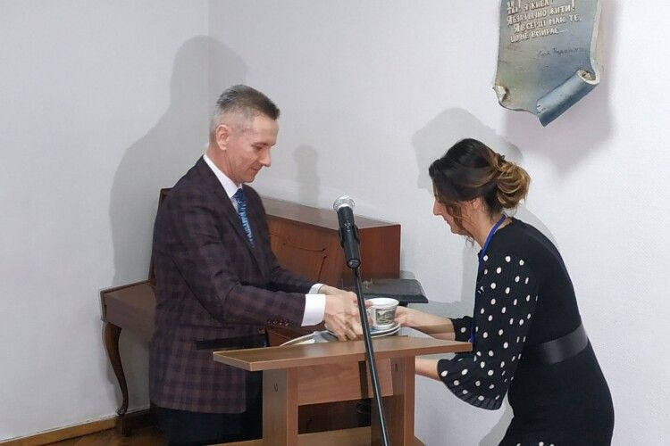 Колядяжненському музею подарували посуд з Криму (Фото)