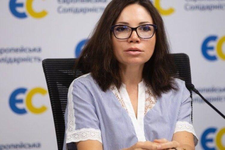 Вікторія Сюмар: «У Зеленського згортають мовну політику, закладену командою Порошенка»