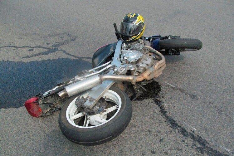 У Володимирі в аварію потрапив мотоцикліст із пасажиром (Відео)