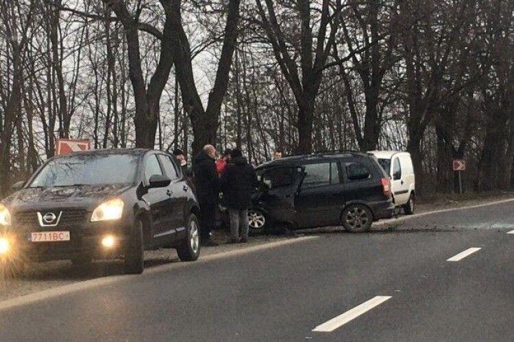 На Волині сталася ДТП: Opel влетів у дерево