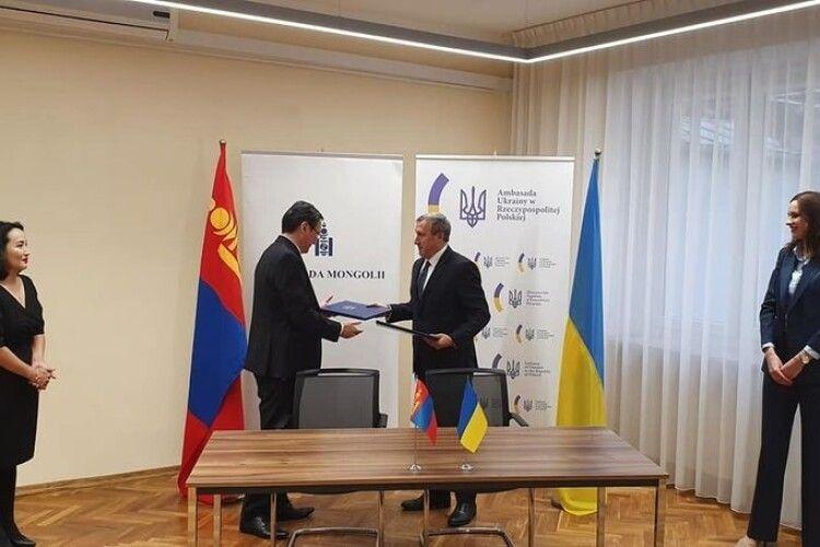 Гайда на Схід: Україна підписала безвіз із Монголією