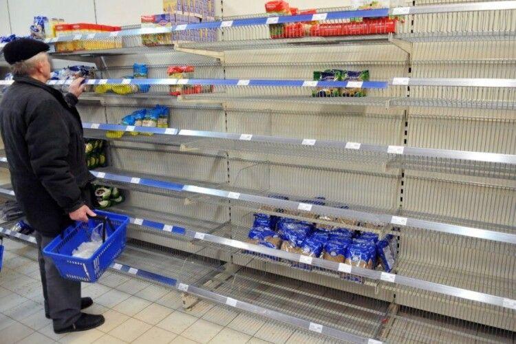Нічні закупи у Луцьку: чи можна перечекати карантин без бренді?