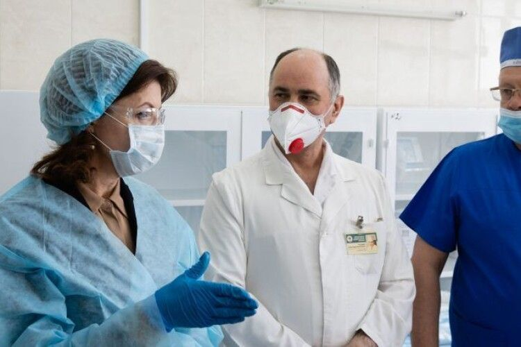 Я постійно буваю в лікарнях і знаю, яка насправді ситуація з коронавірусом та що треба робити – Марина Порошенко