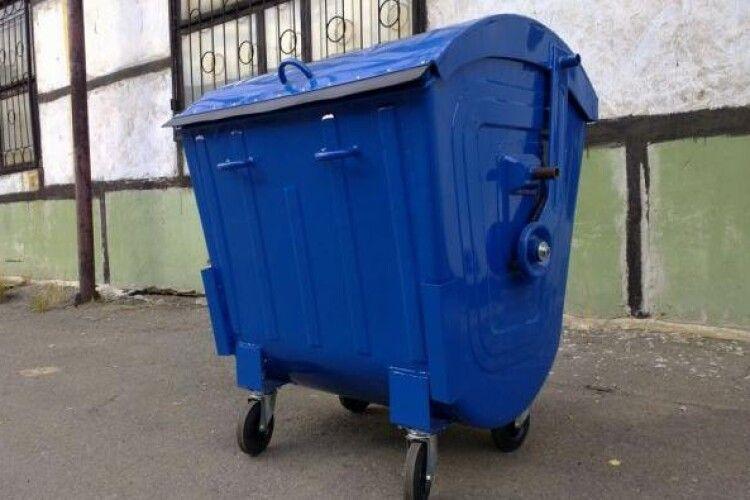 Поліція з'ясувала, хто «поцупив» контейнер для сміття з двору лучанина